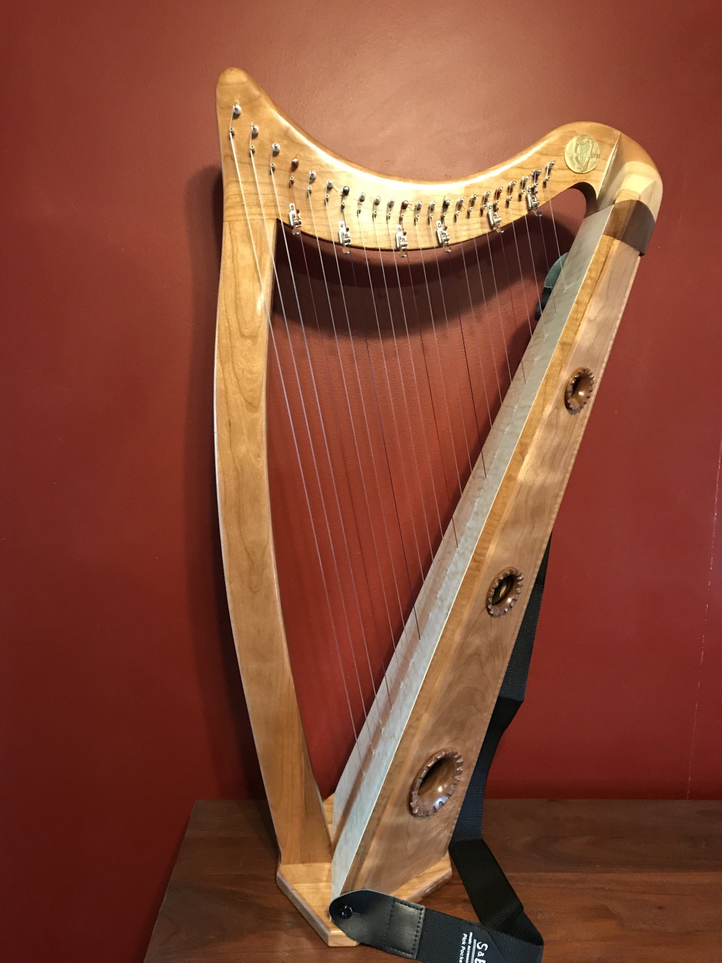 stave back celtic honey 22 string harp